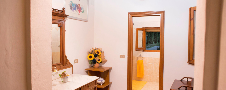 Appartamento_giallo_corridoio_web